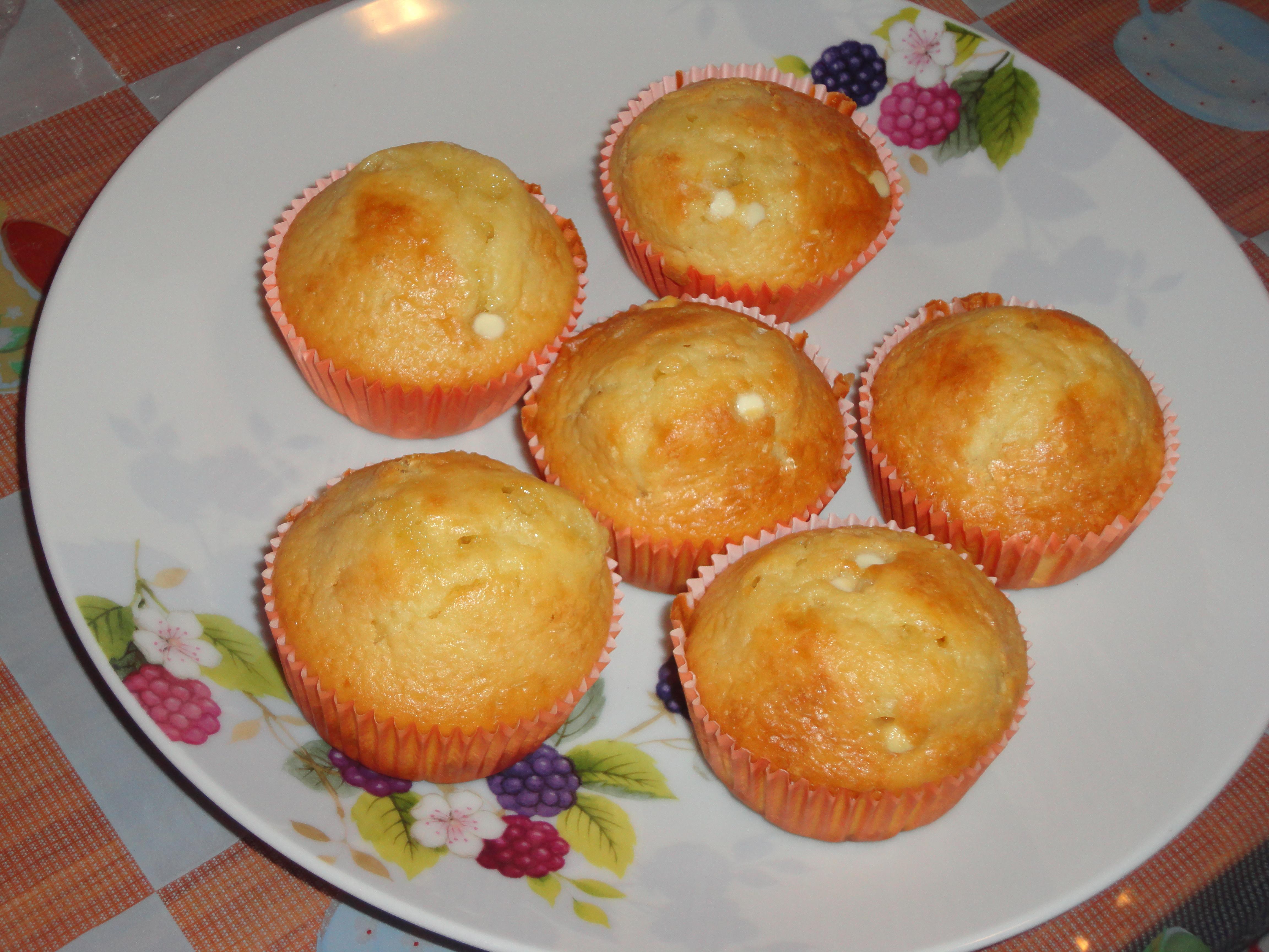 Muffin con gocce di cioccolato un uomo dal bagno alla cucina - Bagno di cioccolato ...